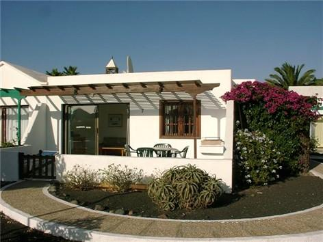 Lanzarote villa owners home from home holidays direct to you for Bungalows jardin del sol